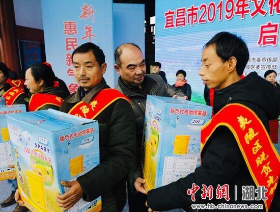 宜昌市农业局为农民赠送喷雾器
