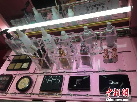 共享化妆品大多为进口大牌 武一力 摄