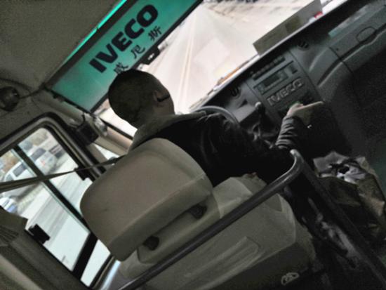 司机按照交通安全法使用安全带