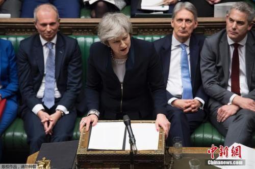 资料图:当地时间1月15日晚,英国议会下院以432票对202票,投票否决了此前英国政府与欧盟达成的脱欧协议。图为特蕾莎・梅在议会。