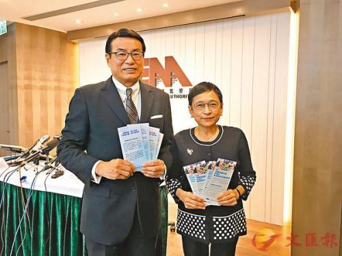 香港地监局主席梁永祥(左)与地监局行政总裁韩婉萍。图片来源:香港《文汇报》/记者颜伦乐 摄