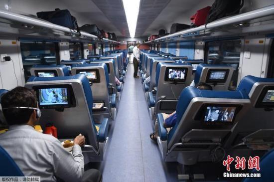 """资料图:印度高铁""""光辉特快""""。"""