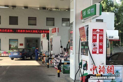 加油站资料图。中新网记者 程春雨 摄