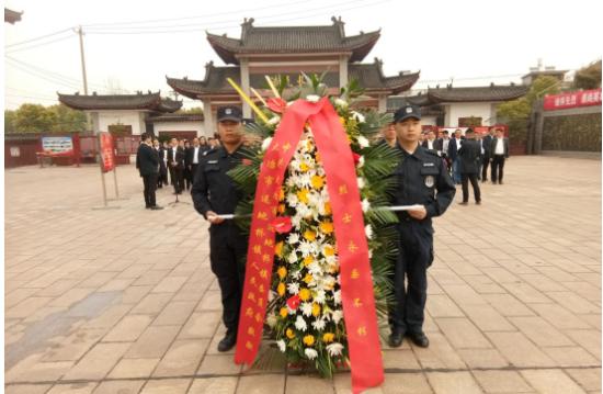 还地桥镇党委、政府代表全镇人民向烈士纪念碑敬献花篮