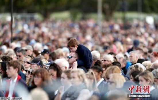 资料图:当地时间3月29日,新西兰举行国家纪念仪式,致哀清真寺枪击案遇难者。