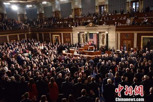 资料图:当地时间2019年1月3日,美国众议院当选议员集体宣誓就职。中新社记者 沙晗汀 摄