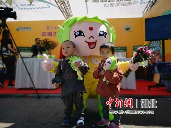 武汉赴昆明推介世界邮展新闻素材