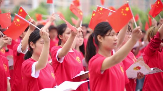 图文:鄂州职业大学举行大型诗歌诵读活动