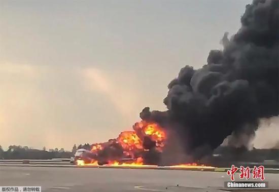 飞机上共有73名乘客和5名机组人员,截至目前78人中共有至少40人遇难。