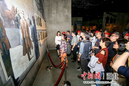 海外华文媒体代表参观辛亥革命博物馆 张畅摄