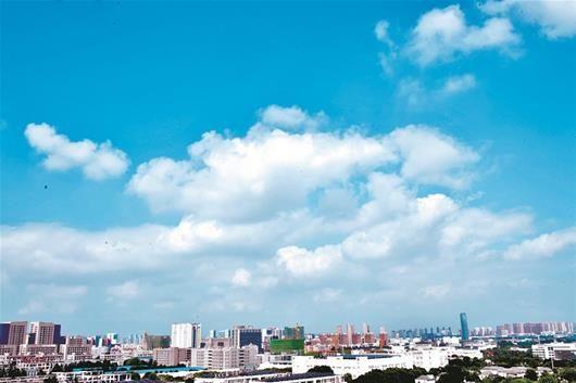 图为:江夏庙山,天空白云朵朵 楚天都市报记者李辉摄