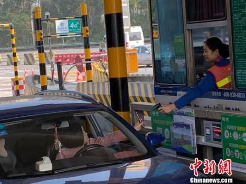 广东2200条高速车道实现无感支付。郭林燕 摄