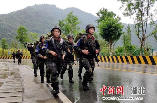 图为30公里武装奔袭