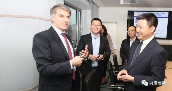 董事长李国璋和德国客户会谈