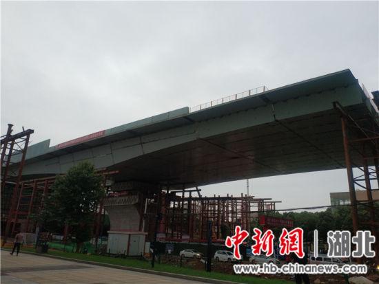 转体完成后的武汉光谷大道跨铁路转体桥
