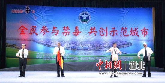 三句半《做个健康的中国人》 陈督 摄