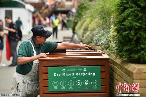 资料图:英国伦敦的可回收垃圾桶。