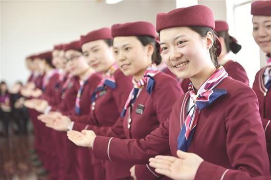 """图为:武汉地铁""""微笑服务""""。"""