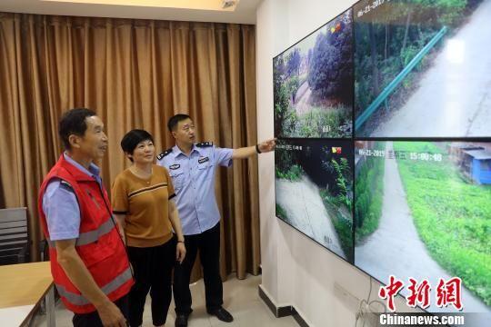 枝江农村中心警务站视频监控室。枝江公安 供图