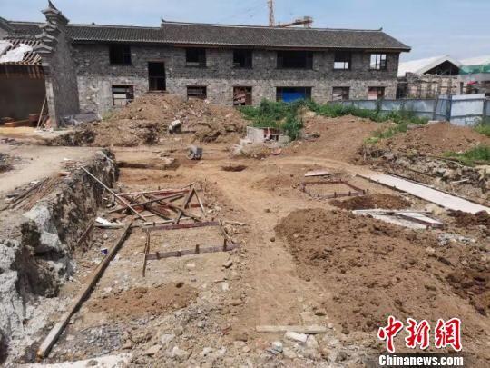 古墓发掘现场 杜达巍 摄
