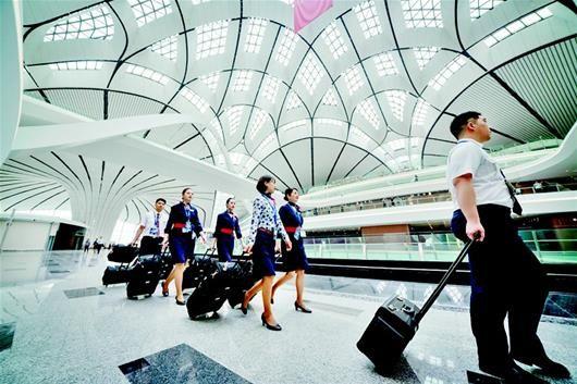 图为大兴机场航站楼内景