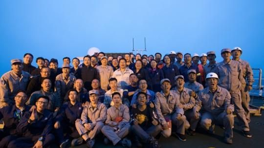 海上发射任务成功后,全体出海人员合影。中国运载火箭技术研究院供图