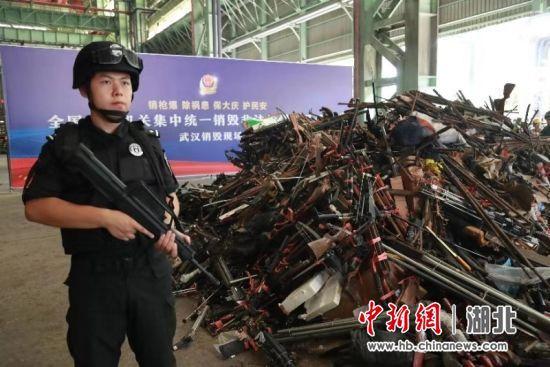 """武汉缉枪治爆""""雷霆行动""""收缴非法枪支522支 抓获137人"""