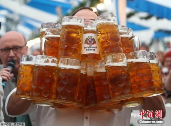 资料图:啤酒。