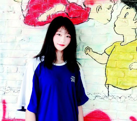 图为:武职学生赵璨从戎曾入选女子特战队