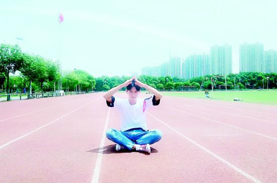 图为:武汉船院学生王向龙自信阳光