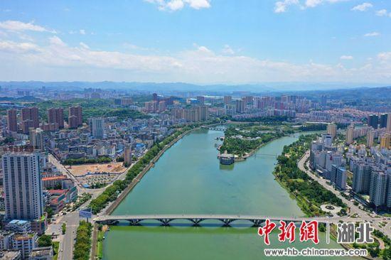 黄柏河两岸清流蜿蜒 李重庆摄