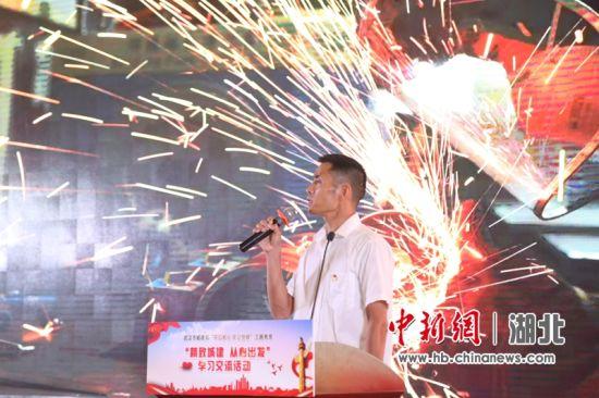 中国一冶集团有限公司钢结构公司电焊高级技师、焊接技能教师吴勇刚