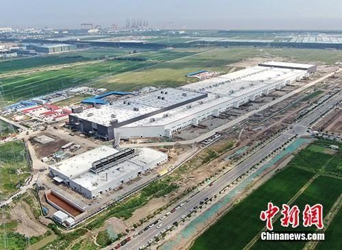 8月20日上午,中国(上海)自由贸易试验区临港新片区将正式揭牌。图为航拍特斯拉中国超级工厂。中新社记者 张亨伟 摄