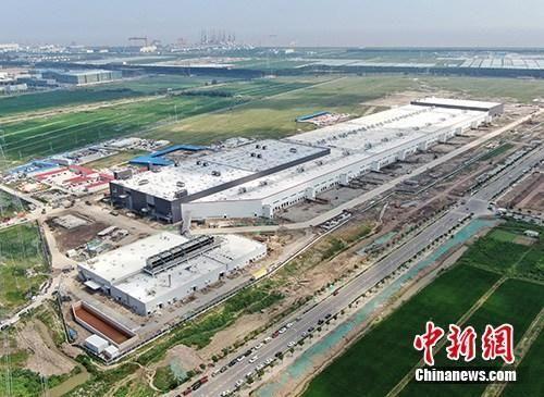 8月20日上午,中国(上海)自由贸易试验区临港新片区正式揭牌。图为航拍特斯拉中国超级工厂。中新社记者 张亨伟 摄