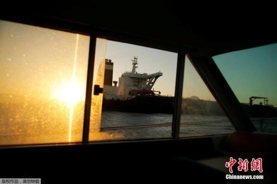 """当地时间8月18日,直布罗陀拒绝美国继续扣押伊朗油轮的要求,此前被扣押的""""格蕾丝一号""""已启航驶离直布罗陀。"""
