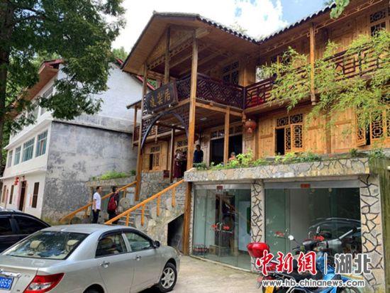 绿葱坡刘家荒村村民办起了民宿、供外地客人避暑 姚祯发摄