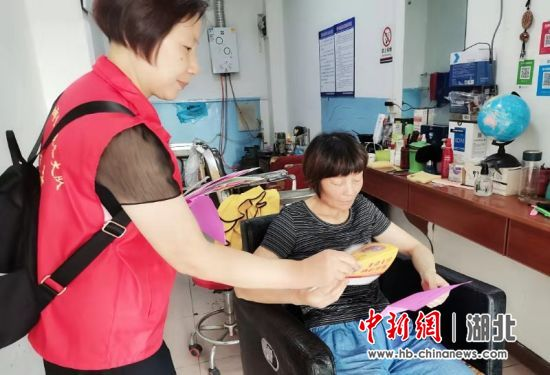 湖北钟祥:创建文明城市 志愿者在行动