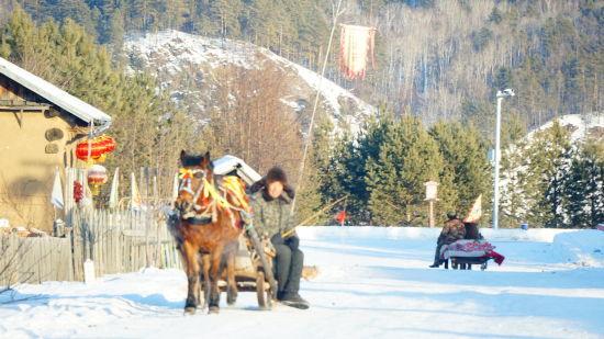 最北冰糖葫芦收到游客欢迎。