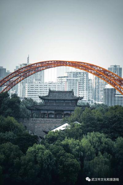 晴川桥跨越铁门关