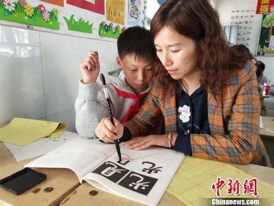 """葛洲坝教师为""""一带一路""""建设者筑家校共育平台"""