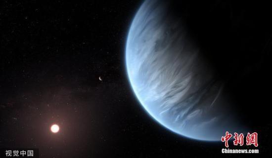 加州大学洛杉矶分校的研究人员首次在名为K2-18b的太阳系外行星的大气层中发现水蒸气。图片来源:视觉中国