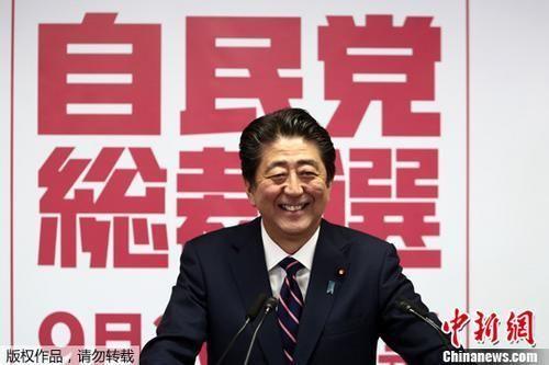 资料图:日本民众上街抗议修宪 中新社记者 王健 摄