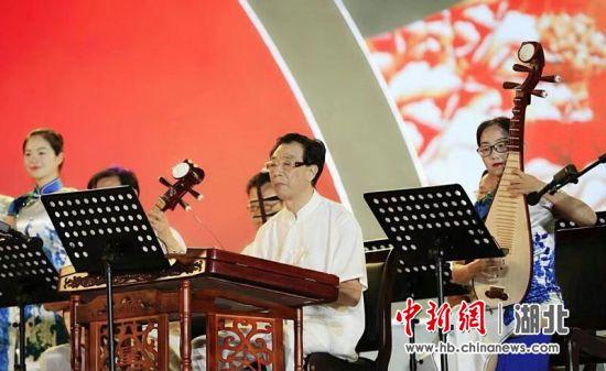 湖北省第二届社会文艺团队展演在钟祥启幕