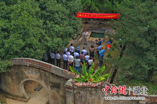 六百余年茶庄长盛川清代遗址纪念碑在湖北赤壁揭幕 周星亮 摄