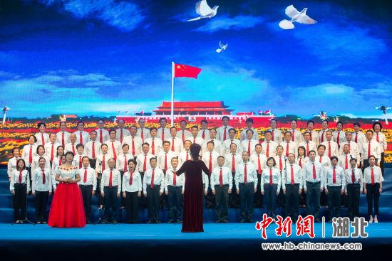 武汉市�~口区举办庆祝成立70周年文艺晚会