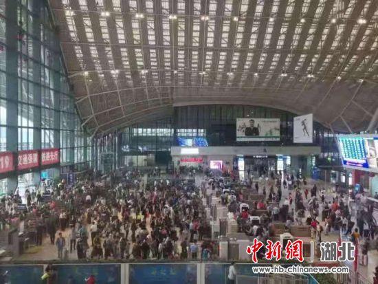 武铁6日迎来返程高峰 将发送旅客84万人次