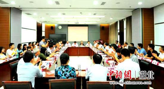 统战知识进高校座谈会近日在武汉理工大学举行 万新安 摄
