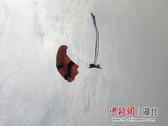 第19届亚洲及大洋洲跳伞锦标赛荆门开幕