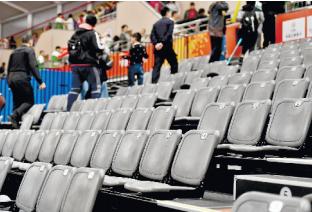 军运会上,观众离席后座椅依然干净整洁