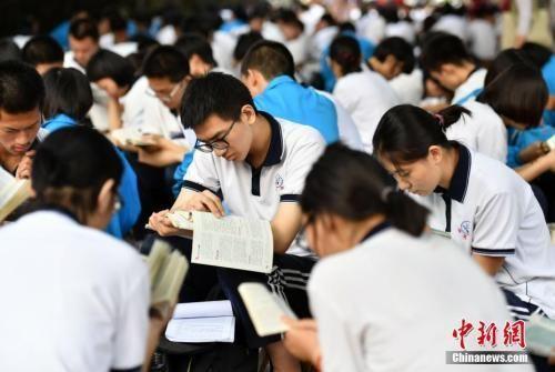 资料图:考生正在复习 中新社记者 翟羽佳 摄